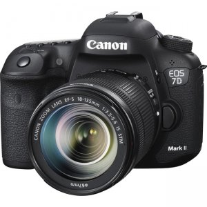 Canon EOS Digital SLR Camera with Lens 9128B135 7D Mark II